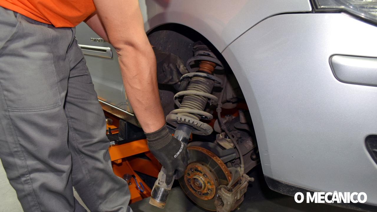 Manutenção da suspensão do VW Polo Sedan 2010